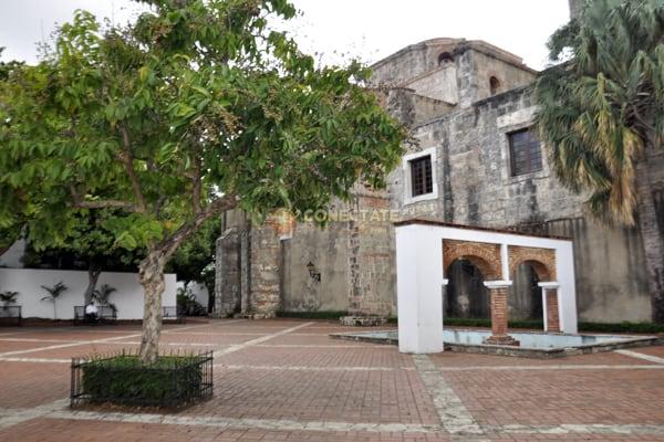 Plaza Maria de Toledo Santo Domingo