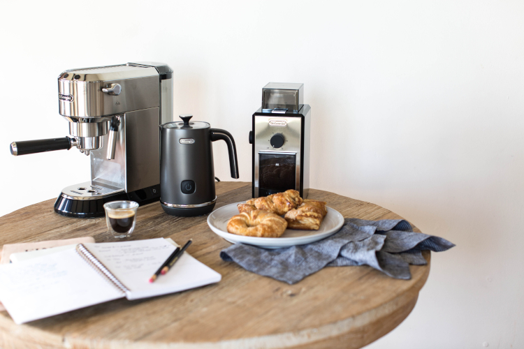 De'Longhi Distinta Black Electric Milk Frother
