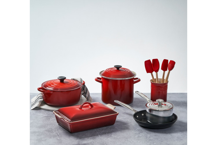 Le Creuset 12 Piece Mixed Material Cookware Sets