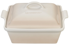 Le Creuset Stoneware Heritage 2.25 Quart Covered Square Casserole -Meringue
