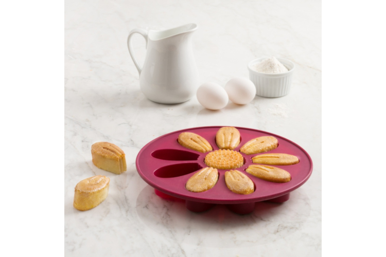 """Trudeau Structured Silicone™ 9"""" Flower Cake Pan"""