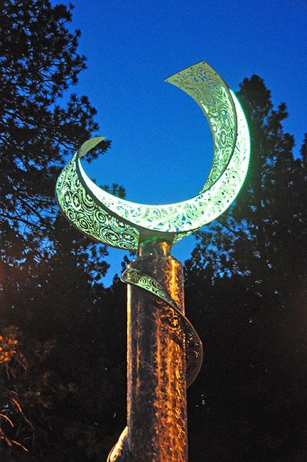 Outdoor Sculpture Lighting Using Rgb Led Strip Lights