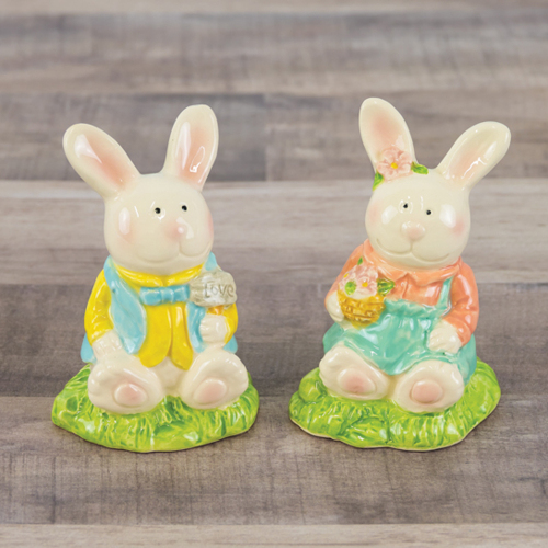SALE!  Spring Bunnies Salt & Pepper Set