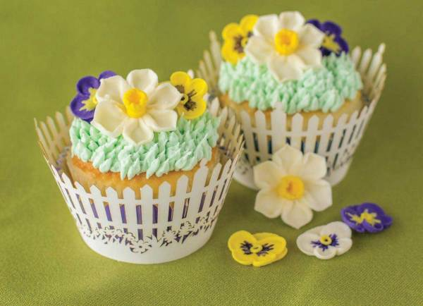 Narcissus Flower Icing Decorations