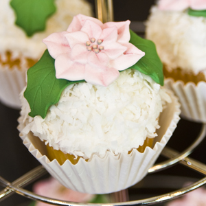 Poinsettia Cupcakes How-To