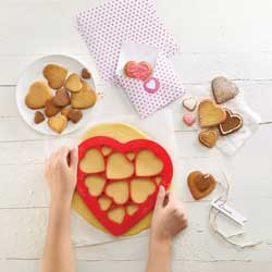 Dozen Hearts Cookie Cutter, Lekue