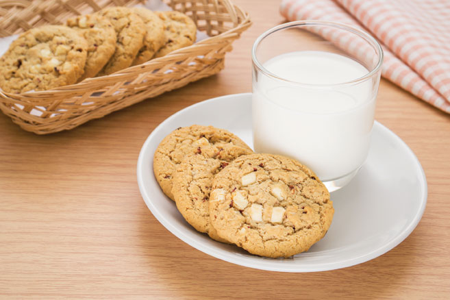 Oatmeal Almond White Chocolate Chip Cookies Recipe