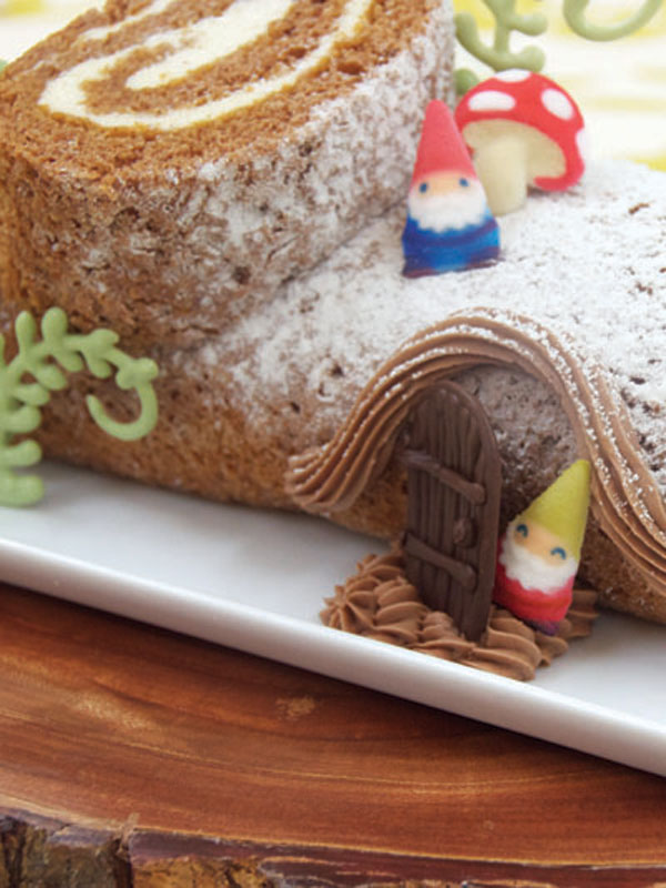 Gnome Log Cake – Pumpkin Roll Cake Recipe