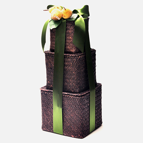 Epicures-delight-gift-tower-chocolate-nuts-fruits-bow
