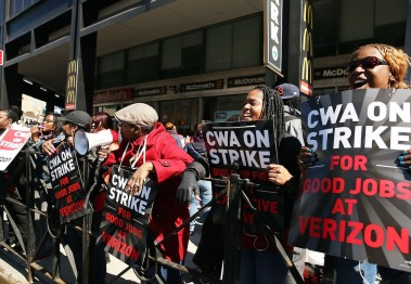 Hundreds of Verizon workers strike outside of the telecommunications company's Brooklyn offices on April 13, 2016 in New York City. (Photo by Spencer Platt/Getty Images)
