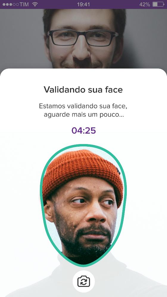 Tela de celular com foto de homem  Descrição gerada automaticamente