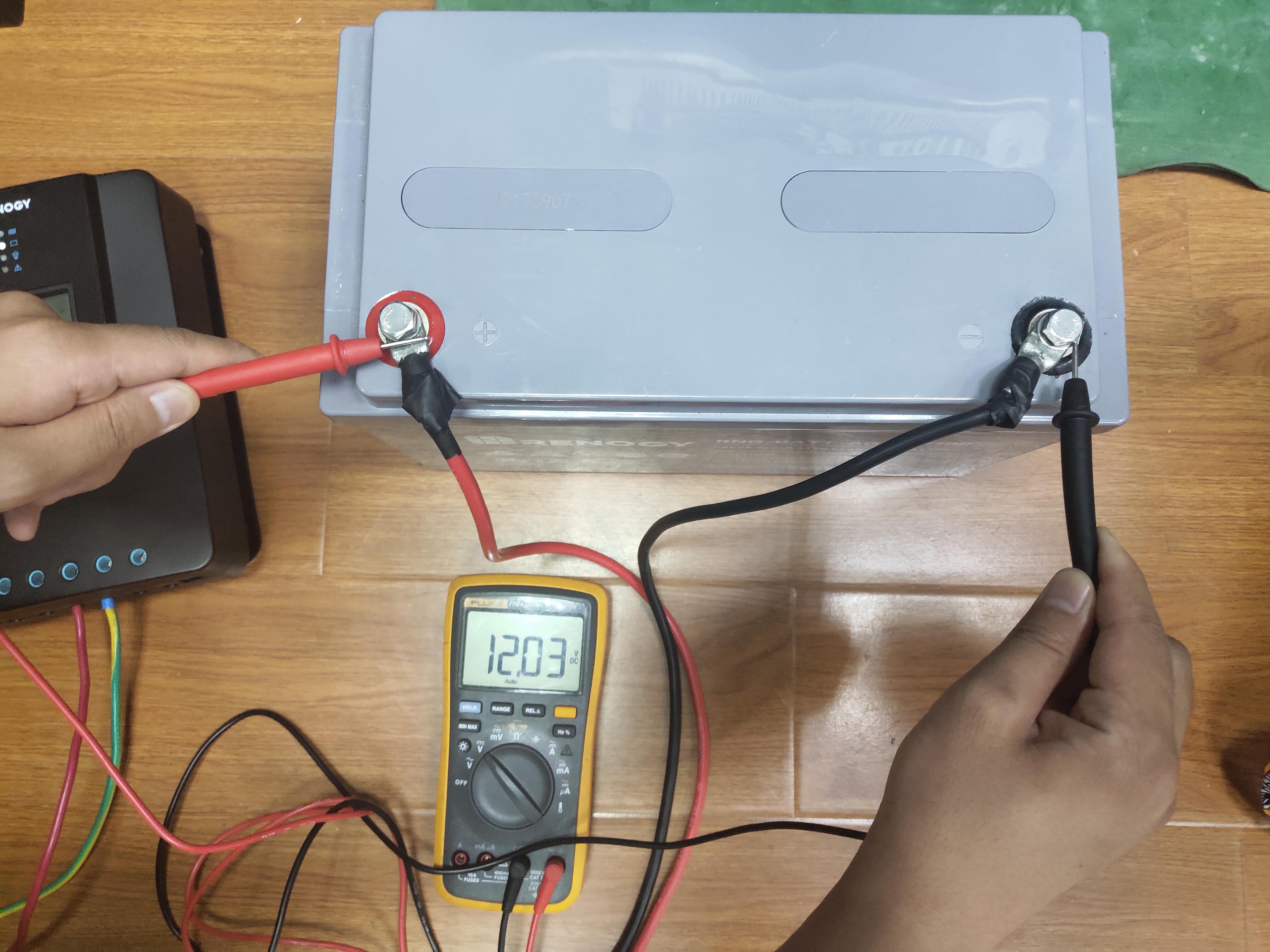 図1バッテリー端子側の測定参考写真