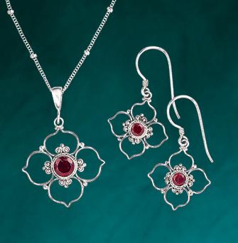 Quatrefoil with Garnet Jewelry