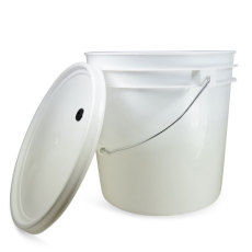 2 Gallon Bucket with Grommeted Lid