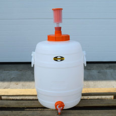 7.9 Gallon Speidel Plastic Fermenter