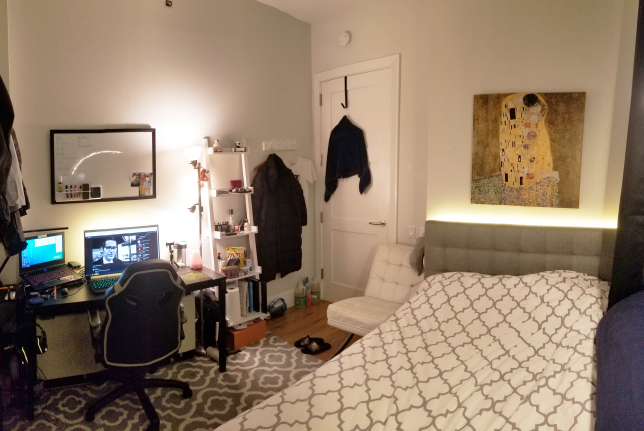 라이트가 충분히 설치되어있어 밤에도 방을 밝게 할수있습니다.