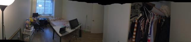 일단 집 상황은 one bedroom one living room입니다. 거실에 한분 사시고 방에 사실분 구합니다. 파나로마 360도 방 뷰입니다. 사이즈 비유를 하자면 제 침대가 퀸사이즈 입니다. 방은 꽤 넓적하고 제가 미대생이라 현제 책상이 두대 들어가있는데 가구는 편하신대로 자유자제로 빼거나 할수있습니다.
