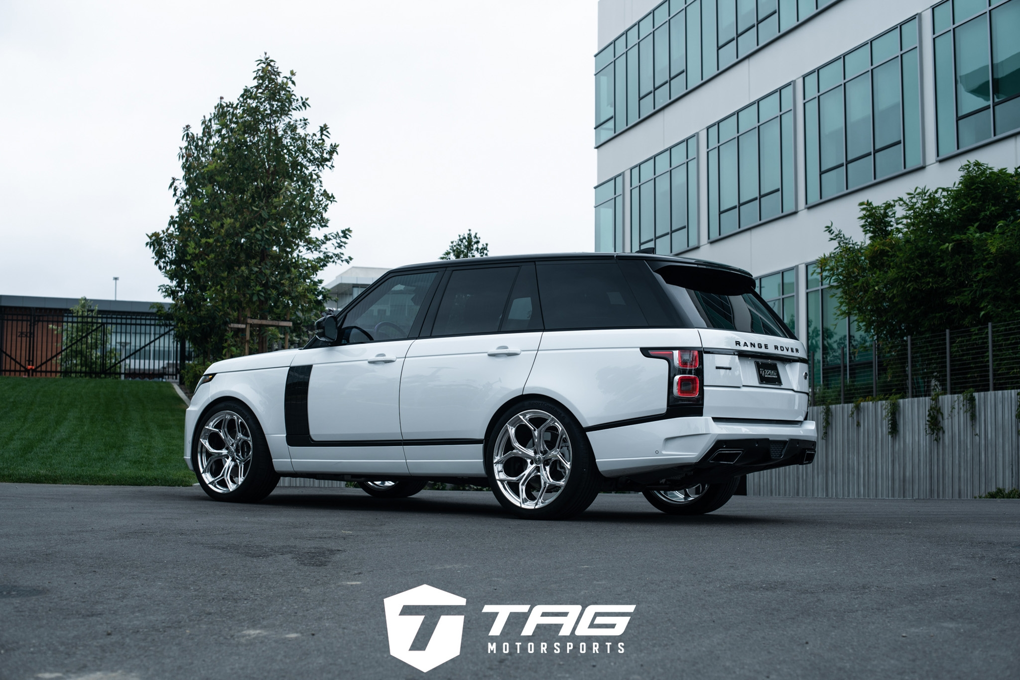 Startech Range Rover Sport with HRE P111SC in Polished Clear