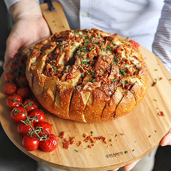 March Madness Favorite: Cheesy Pull-Apart Bread