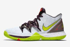 d7c00388c389 Kyrie Irving Pays Respect to Kobe Bryant with Nike Kyrie 3