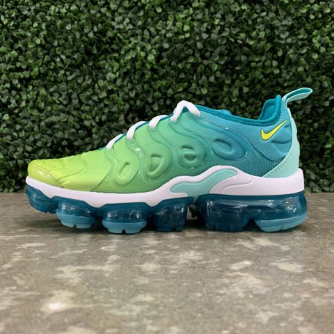 e84001c60eb4 Nike Women s Air Vapormax Plus (Spirit Teal Cyber Tropical Twist)