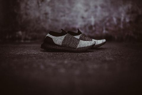 Adidas UltraBoost Laceless (Core Black/Running White)