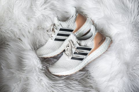 WMNS Adidas UltraBoost 4.0 - Running White / Carbon / Cloud White