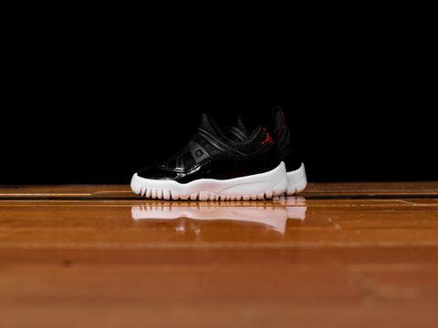 5c8f411492a228 KickDB - Search sneaker stores