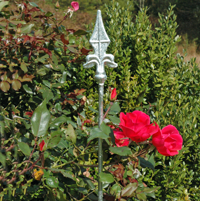 "59"" Hot Dipped Border Stakes w/Finial-Set of 3"