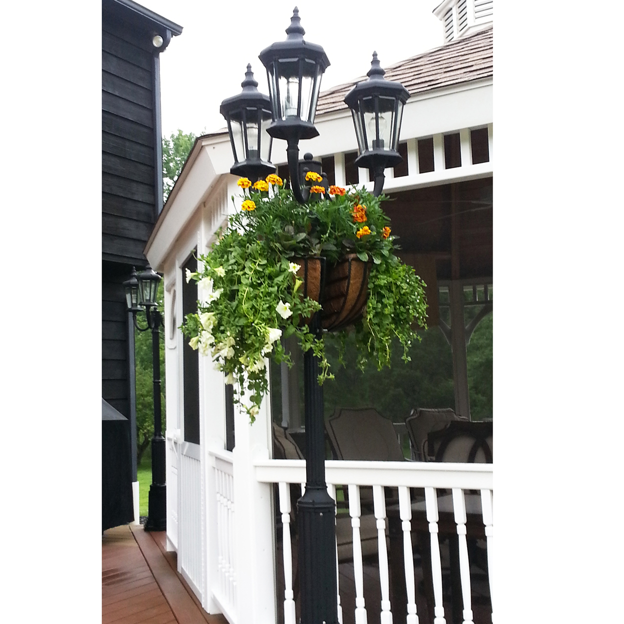 16 LAMPPOST HAYRACK-EURO CLASSIC W/LINERS (RESIDENTIAL)