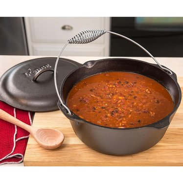 Lodge Logic Cast Iron Classic Dutch Ovens
