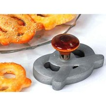 Soft Pretzel Cutter