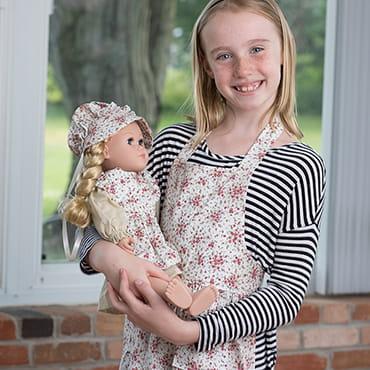 Eli & Mattie Children's Apron – Red Floral
