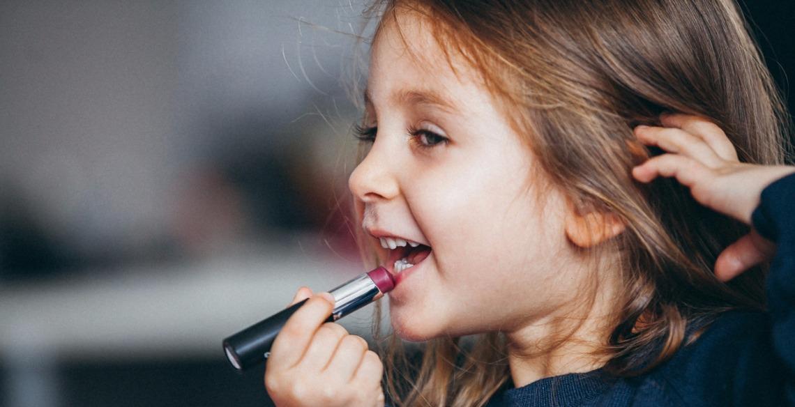 aec9c00ed Criança pode usar maquiagem