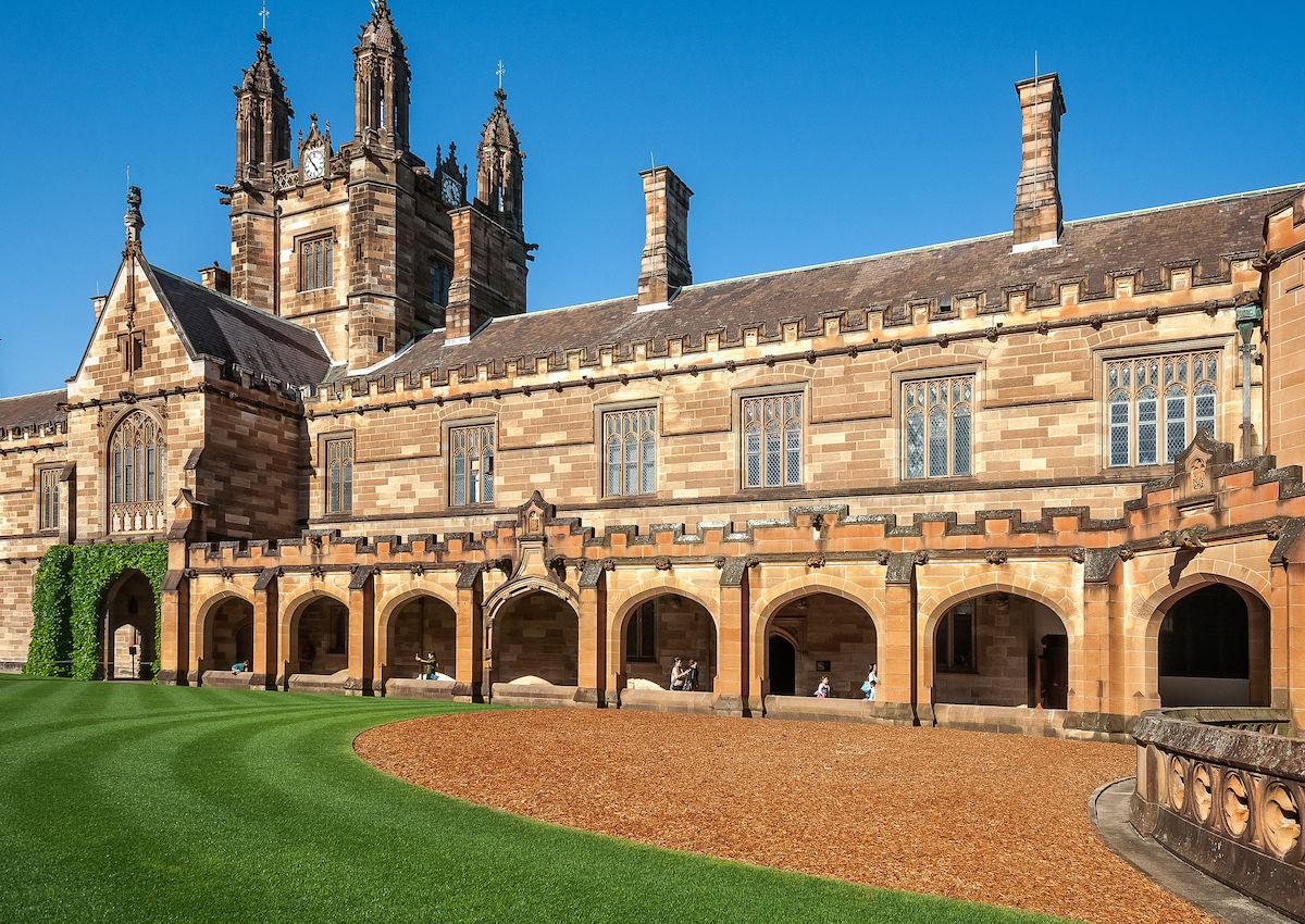 Chinese tourists keep mistaking Sydney University for Hogwarts