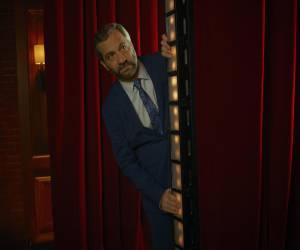 Judd Apatow يعود إلى الأداء المسرحي الكوميدي مع Netflix