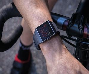 منتجات Fitbit المستقبلية قد تتضمن ميزة رصد مستويات الجلوك...