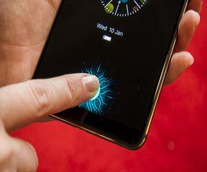 هاتف Vivo يقدم أول شاشة مزودة بمستشعر لبصمة الأصابع