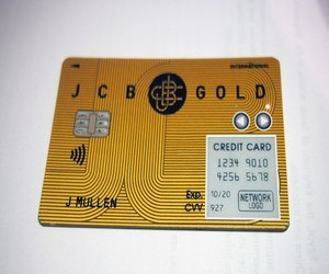 الكشف عن أول بطاقة ائتمان متصلة بشبكات الإتصالات !
