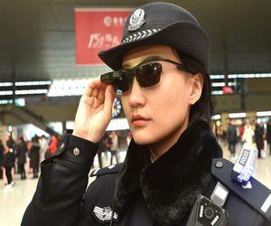 الشرطة الصينية ترتدي نظارات ذكية لمراقبة المواطنين