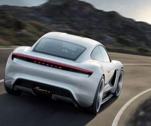 بورش تقرر تعزيز استثماراتها في صناعة السيارات الكهربائية