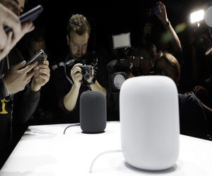 """مكبرات الصوت Apple HomePod يجري شحنها مع نسخة """" تجر..."""