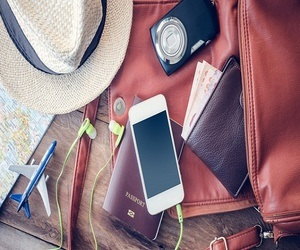 أهم 4 ملحقات لهاتفك الذكي لا غنى عنها في حقيبة سفرك