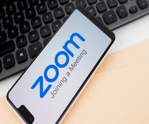 كيفية استخدام الخلفيات الافتراضية في تطبيق Zoom في أ...