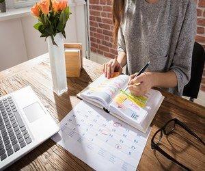 كيف تكون أكثر إنتاجية أثناء العمل من المنزل وفقًا لل...
