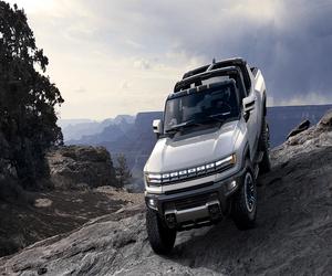 GMC تكشف عن أول شاحنة Hummer كهربائية بقدرة على قطع ...