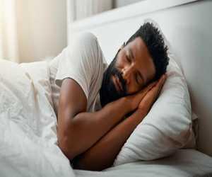 5 تطبيقات تساعدك على الاسترخاء والنوم بشكل أفضل