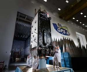 القوة الفضائية الأمريكية تطلق قمر GPS III الرابع