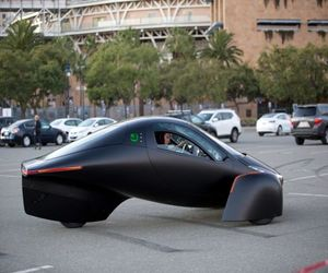 Aptera تقدم مركبة كهربائية لا تحتاج للشحن