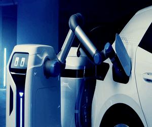 إعلان تشويقي من Volkswagen لروبوت يدعم شحن السيارات ...
